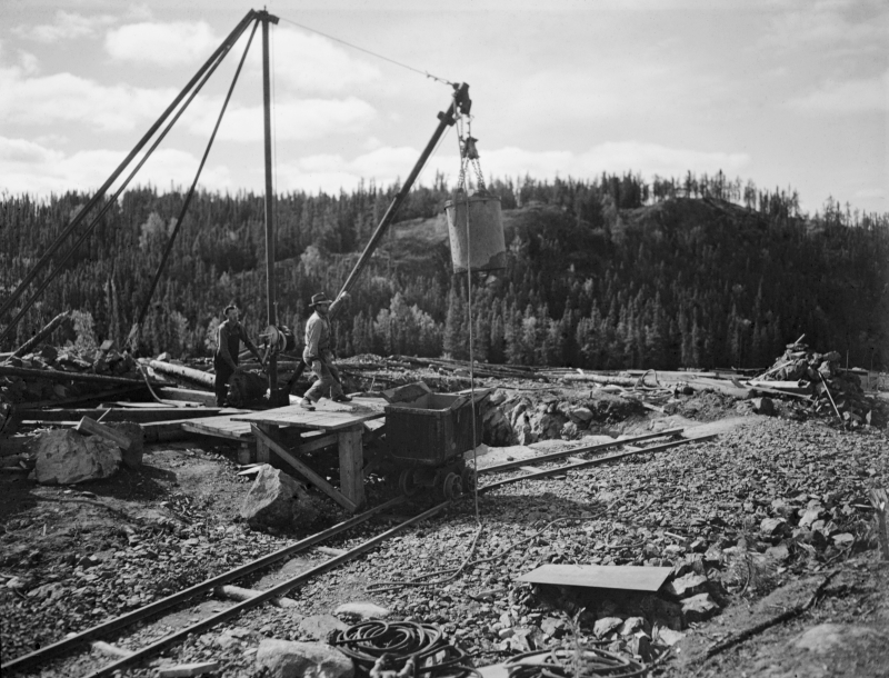 historic photo of nicholson mine