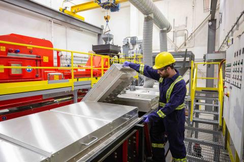src technician inspect sensor-based sorting machine